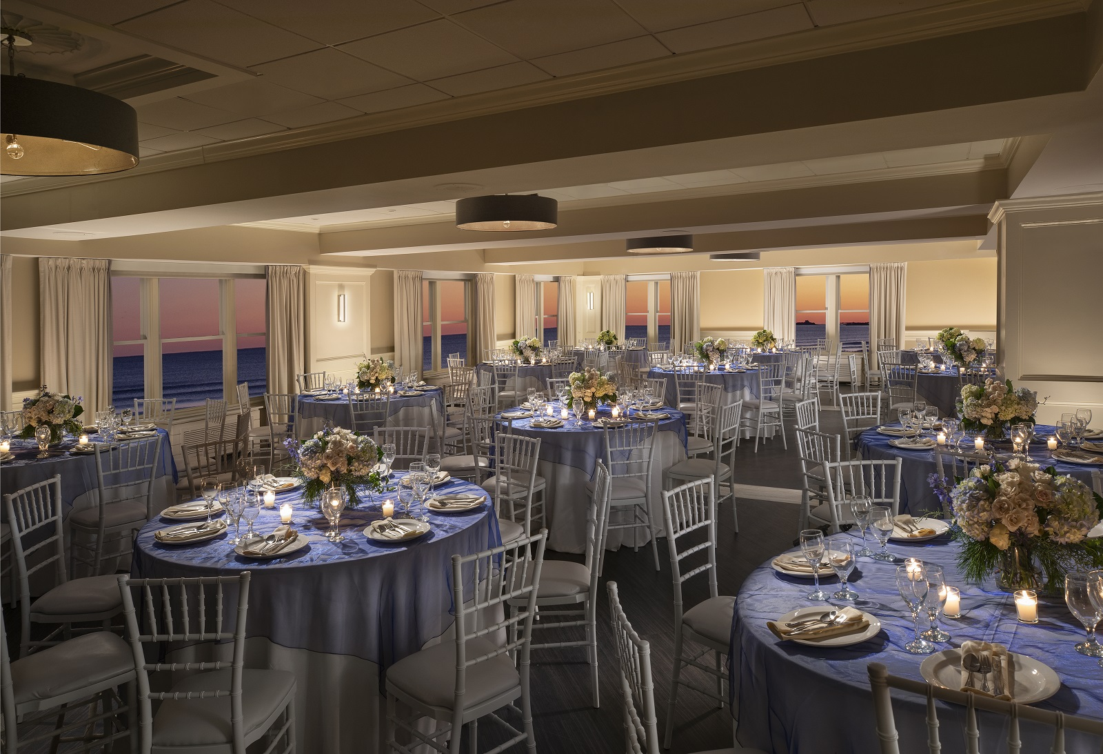 Contact of Newport Beach Hotel & Suites - Middletown